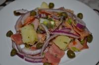 Картофельный салат с каперсами и беконом