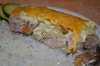 Мясо, запеченное в духовке с шампиньонами