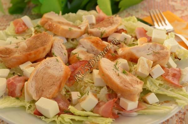 Салат с курицей, беконом и сыром Фетакса
