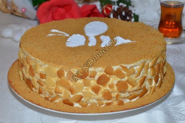 Торт «Медовик с черносливом»